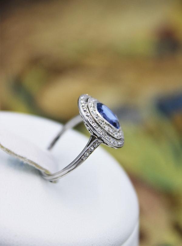 A fine Platinum Oval Ceylon Sapphire & Double Diamond Cluster Ring, Circa 1940.. - image 4