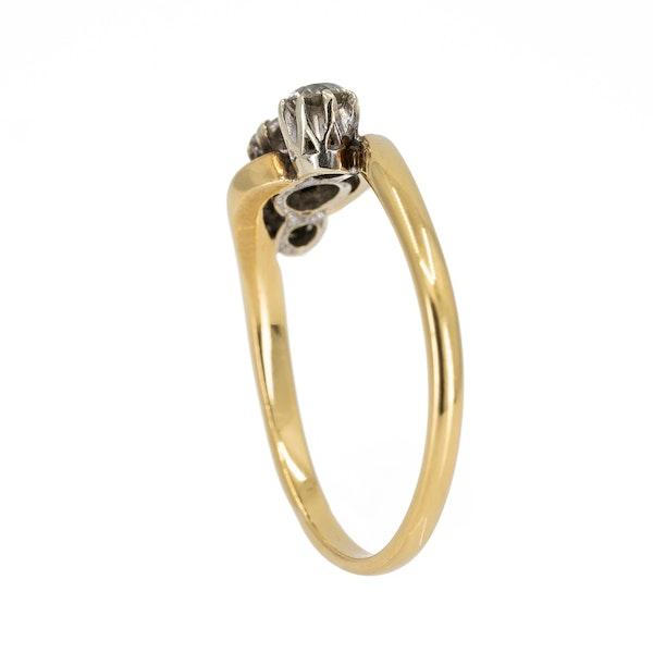 3 stone crossover diamond ring - image 3