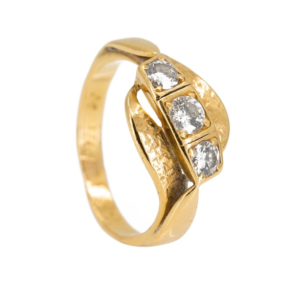Diamond 3 stone crossover ring - image 2