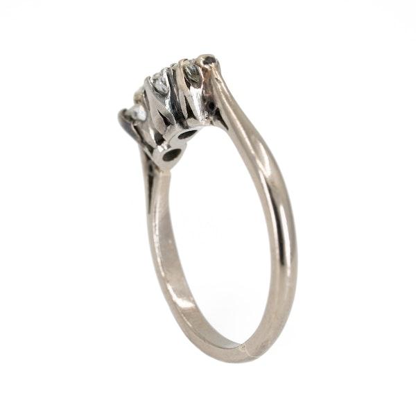 3 stone diamond ring set in platinum - image 3