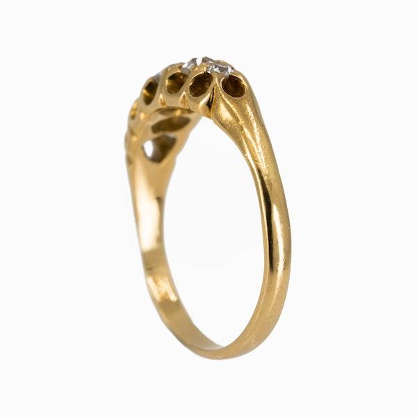 5 stone diamond ring set in 18 ct gold - image 3