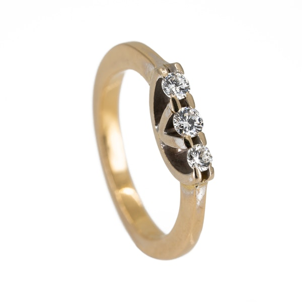 3 stone diamond ring - image 2