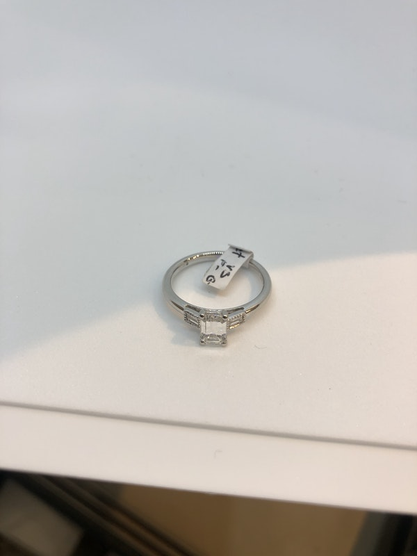 Vintage.71ct emerald cut diamond platinum ring - image 3