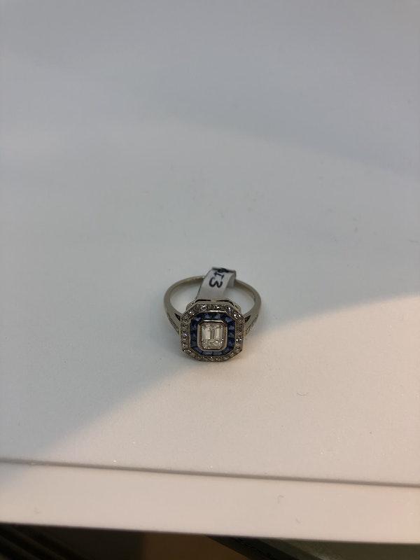 Emerald cut diamond sapphire target ring - image 3