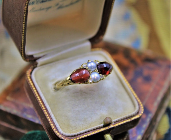 A very fine Victorian Pear Shaped Red Garnets, Pearls and Diamonds Ring set in High Carat Yellow Gold, English, Circa 1870 - image 1