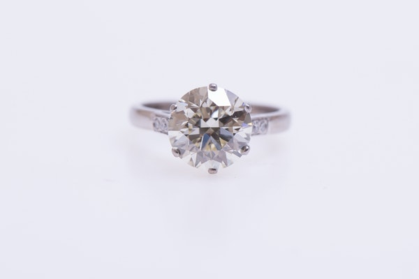 A 3.66 Carats Diamond Solitaire Ring mounted in Platinum, Circa 1950 - image 4