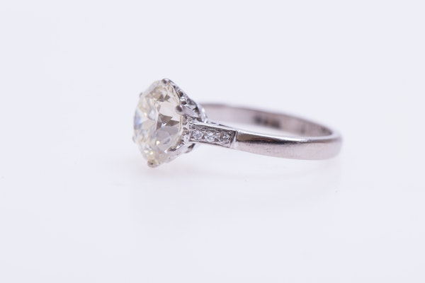 A 3.66 Carats Diamond Solitaire Ring mounted in Platinum, Circa 1950 - image 5