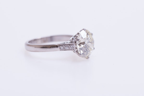 A 3.66 Carats Diamond Solitaire Ring mounted in Platinum, Circa 1950 - image 6