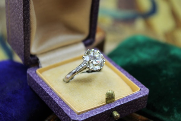A 3.66 Carats Diamond Solitaire Ring mounted in Platinum, Circa 1950 - image 2