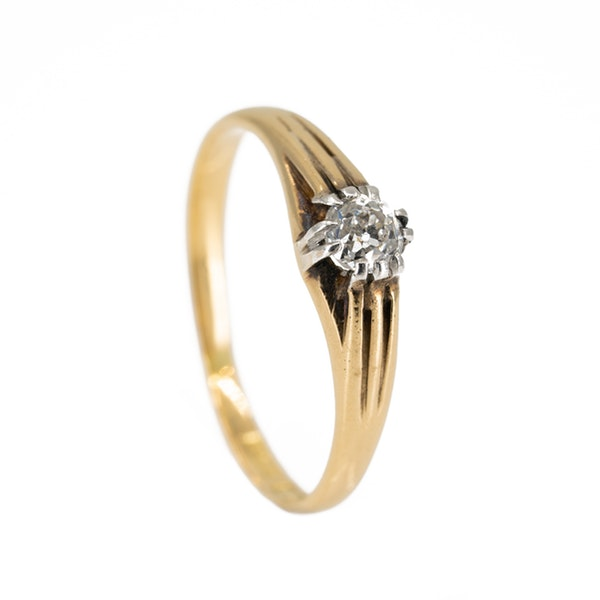Old cut diamond solitaire ring of ribbed design - image 2