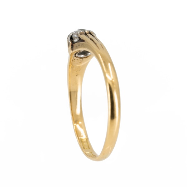 Old cut diamond solitaire ring of ribbed design - image 3