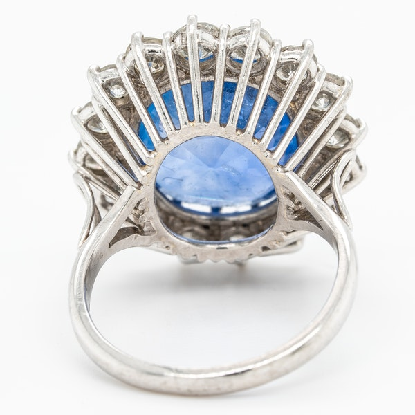 Large sapphire and diamond cluster ring. Certificated - image 3