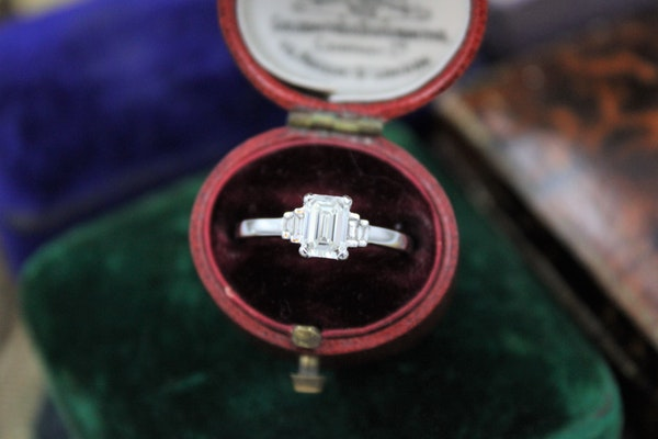 A very fine Emerald Cut Diamond Ring with Baguette Cut Stepped Shoulders set in 18ct White Gold, Pre-owned - image 1
