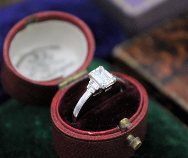 A very fine Emerald Cut Diamond Ring with Baguette Cut Stepped Shoulders set in 18ct White Gold, Pre-owned - image 2