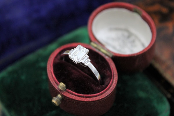 A very fine Emerald Cut Diamond Ring with Baguette Cut Stepped Shoulders set in 18ct White Gold, Pre-owned - image 3