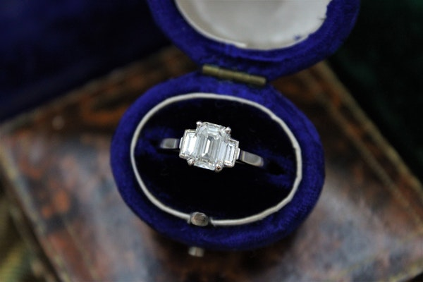 A very fine Emerald Cut Diamond Ring with Baguette Cut Shoulders set in 18ct White Gold, Pre-owned - image 1