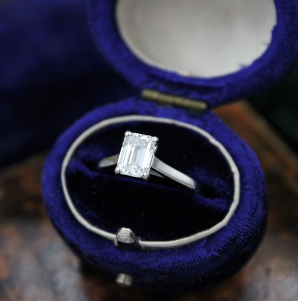 A very fine 0.91ct Emerald Cut Diamond Solitaire Ring mounted in Platinum, Pre-owned - image 2