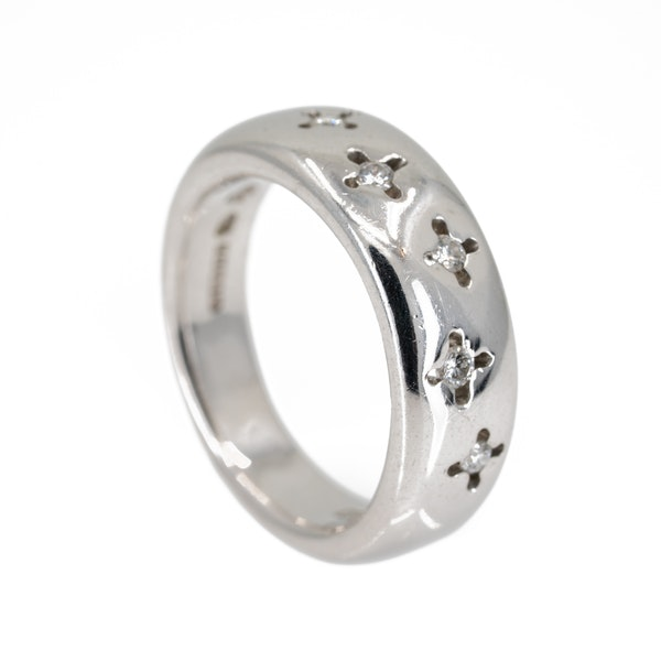 Very thick 18 ct white gold band ring set with small diamonds - image 2