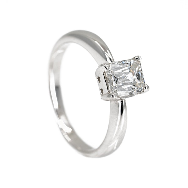 Diamond solitaire ring, jubilee cut in 18 ct white gold - image 2
