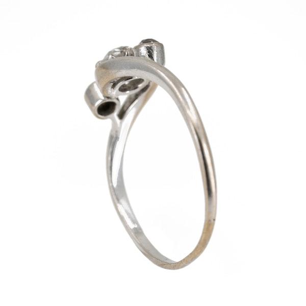 3 stone crossover diamond ring set in platinum - image 3