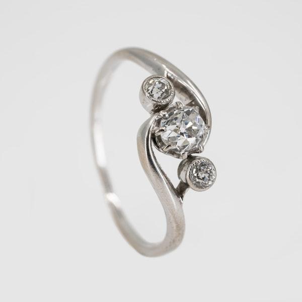 3 stone crossover diamond ring set in platinum - image 2
