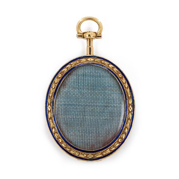 18 ct gold miniature of a Swiss Gentleman in enamel - image 2