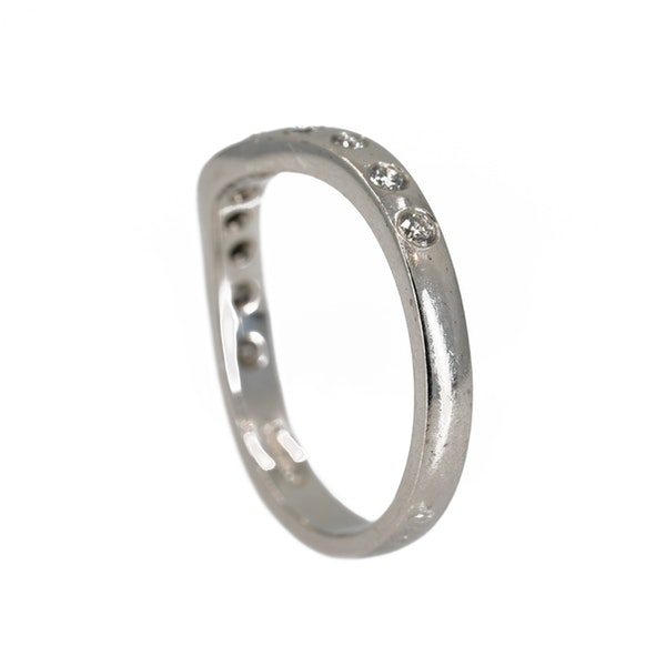 Diamond set half eternity ring of curved design - image 3
