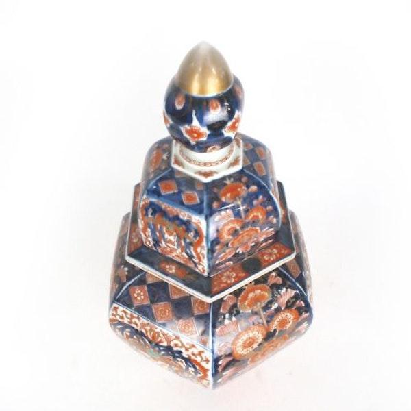 Japanese Imari vase and cover - image 5