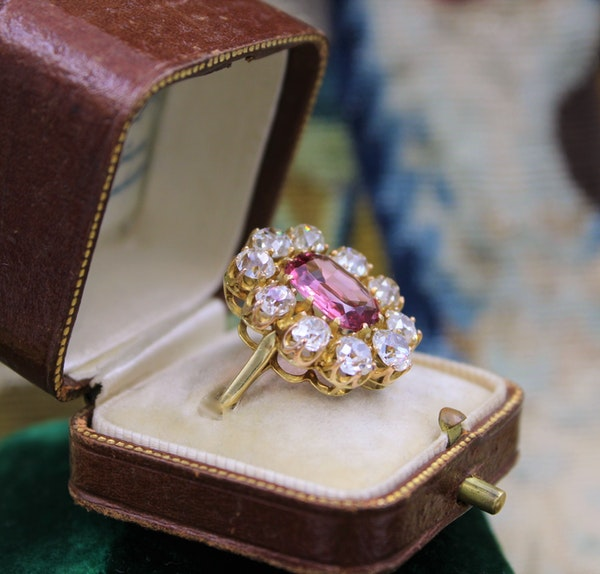 An extraordinary and rare 3.00 Carat Natural Pink Spinel & Diamond Cluster Ring set in 18 Carat Yellow Gold, Circa 1900 - image 4