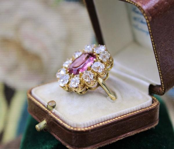 An extraordinary and rare 3.00 Carat Natural Pink Spinel & Diamond Cluster Ring set in 18 Carat Yellow Gold, Circa 1900 - image 5