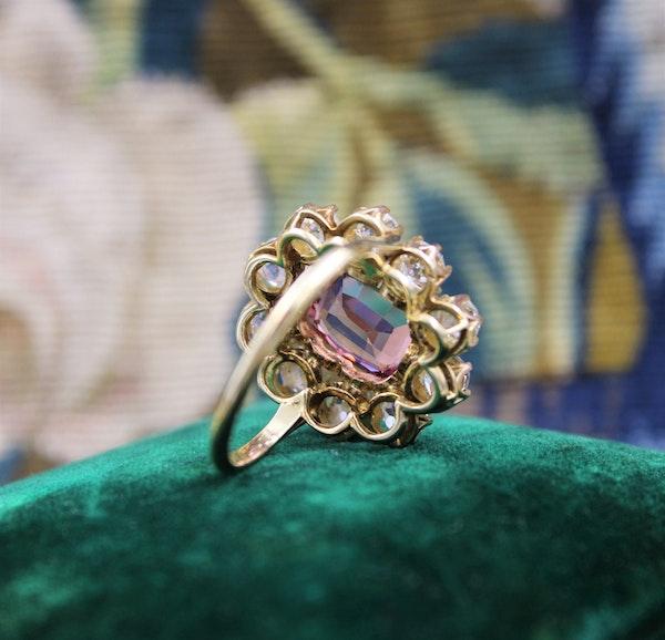 An extraordinary and rare 3.00 Carat Natural Pink Spinel & Diamond Cluster Ring set in 18 Carat Yellow Gold, Circa 1900 - image 6