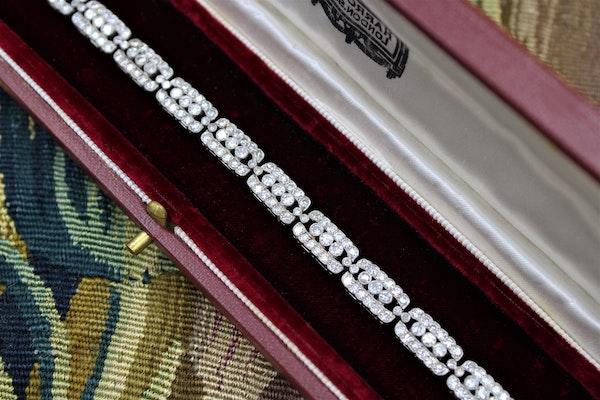 A very fine Art Deco Diamond Bracelet set in Platinum, English, Circa 1930 - image 2
