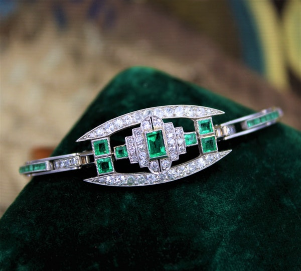 A very fine Art Deco Emerald & Diamond Bracelet set in Platinum & 9ct White Gold, English, Circa 1930 - image 1