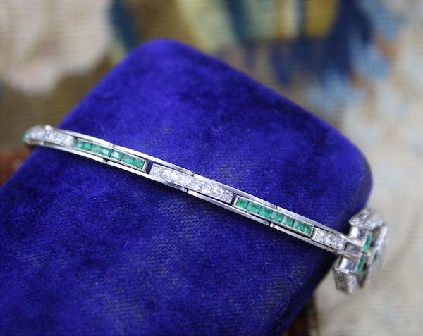 A very fine Art Deco Emerald & Diamond Bracelet set in Platinum & 9ct White Gold, English, Circa 1930 - image 2