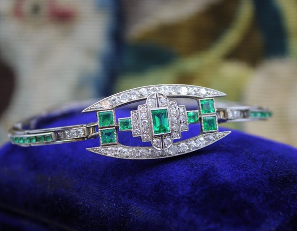A very fine Art Deco Emerald & Diamond Bracelet set in Platinum & 9ct White Gold, English, Circa 1930 - image 3