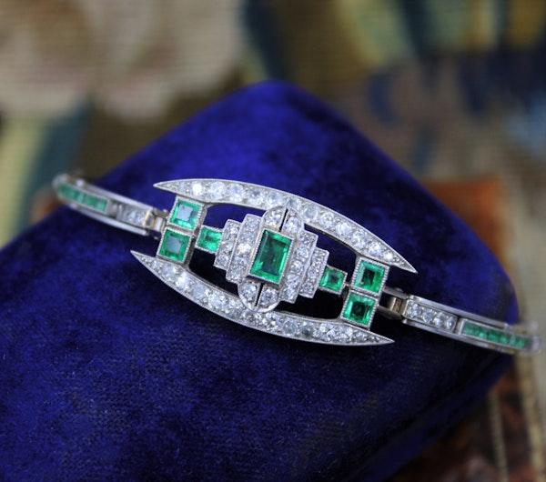 A very fine Art Deco Emerald & Diamond Bracelet set in Platinum & 9ct White Gold, English, Circa 1930 - image 4