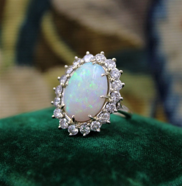 A very fine Opal and Diamond Cluster Ring set in 18ct White Gold, English, Circa 1960 - image 3