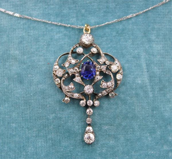 A very fine Edwardian 1.80ct Sapphire & Diamond, Lavaliere Pendant set in 18ct Yellow Gold & Platinum, English, Circa 1905 - image 1