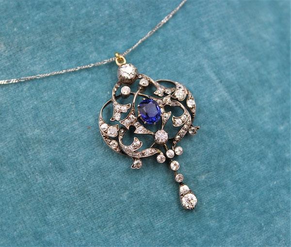 A very fine Edwardian 1.80ct Sapphire & Diamond, Lavaliere Pendant set in 18ct Yellow Gold & Platinum, English, Circa 1905 - image 2