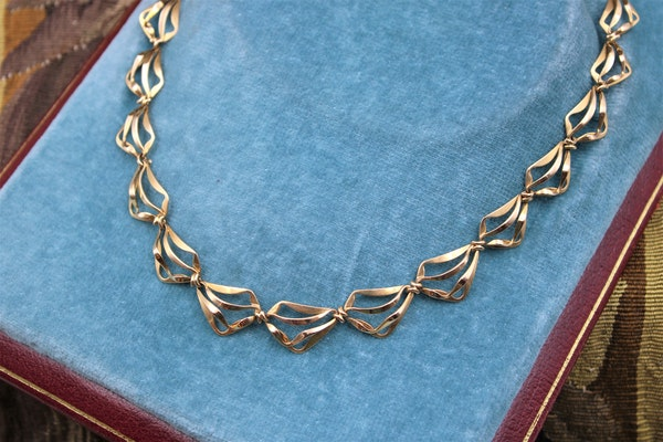 A very fine Abstract Open Link Design Graduated Gold Necklace in 18ct Yellow Gold, French, Circa 1970 - image 1