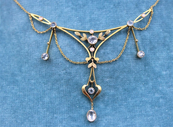 """An exquisite 15ct Yellow Gold Edwardian Aquamarine & Pearl """"Negligee"""" Necklace. Circa 1905 - image 2"""