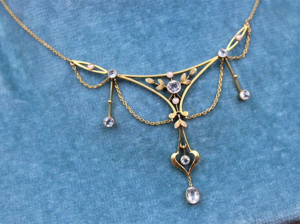 """An exquisite 15ct Yellow Gold Edwardian Aquamarine & Pearl """"Negligee"""" Necklace. Circa 1905 - image 3"""