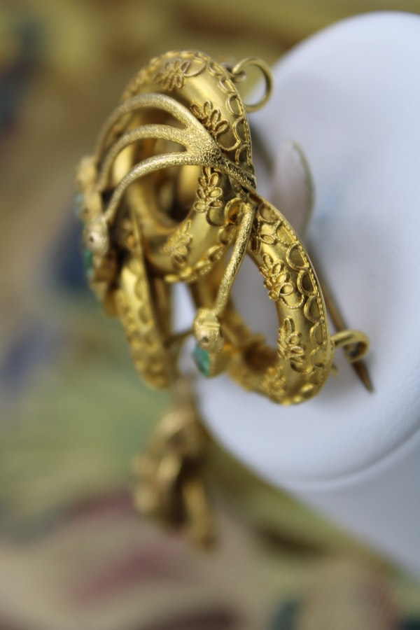 A very fine Emerald Etruscan Revival Pendant/Brooch mounted in High Carat Yellow Gold, English, Circa 1860 - image 3