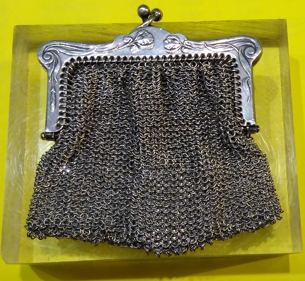 Silver small purse with medal - image 2