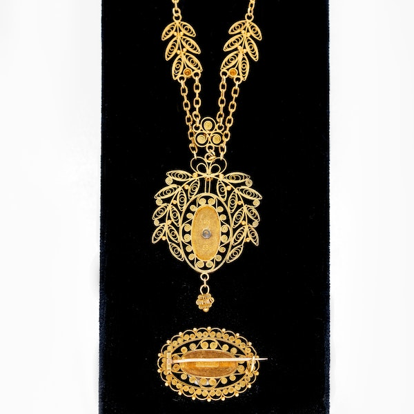 Gold filigree and enamel necklace and matching gold enamel brooch - image 2