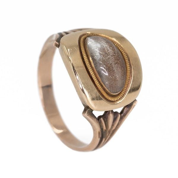 Georgian oval shaped locket ring - image 3