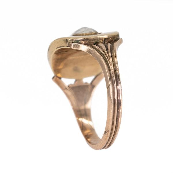 Georgian oval shaped locket ring - image 4