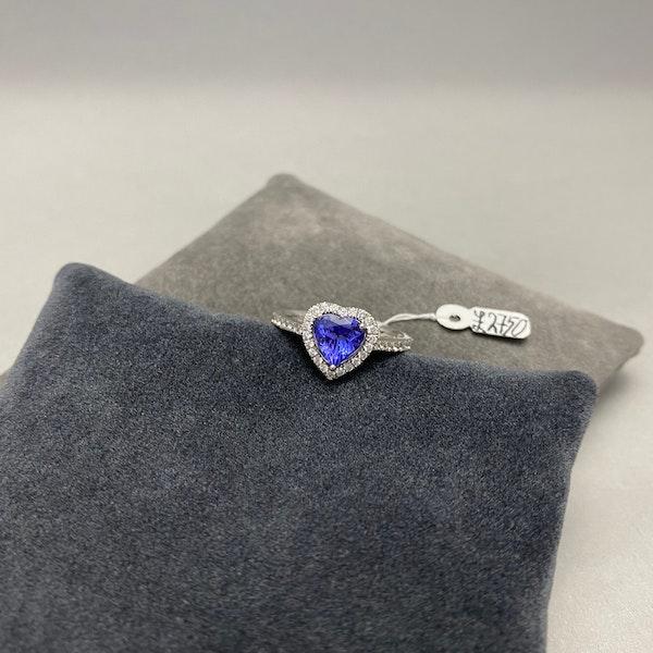 Tanzanite Diamond Ring in 18ct White Gold date circa 1970, SHAPIRO & Co since1979 - image 3