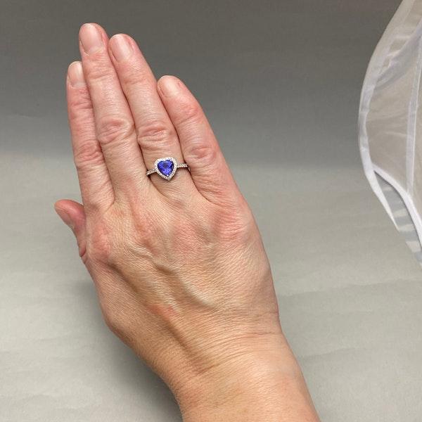 Tanzanite Diamond Ring in 18ct White Gold date circa 1970, SHAPIRO & Co since1979 - image 2