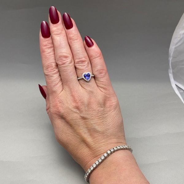 Tanzanite Diamond Ring in 18ct White Gold date circa 1970, SHAPIRO & Co since1979 - image 7